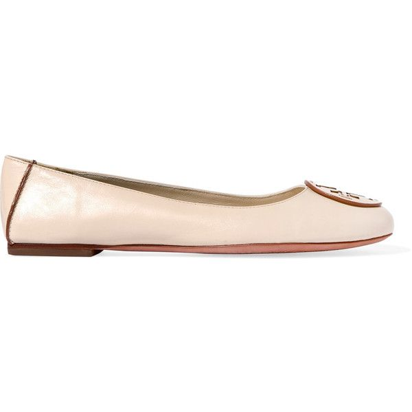 Tory Burch - Reva Leather Ballet Flats (205 BGN) ❤ liked on Polyvore featuring shoes, flats, cream, ballet pumps, ballerina flat shoes, leather slip-on shoes, flat shoes and leather ballet flats