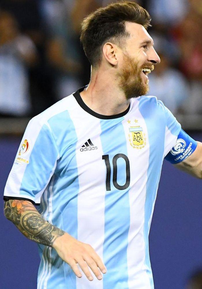 Lionel Messi - Copa America 2016 http://celevs.com/the-10-best-pictures-of-lionel-messi-copa-america-2016/