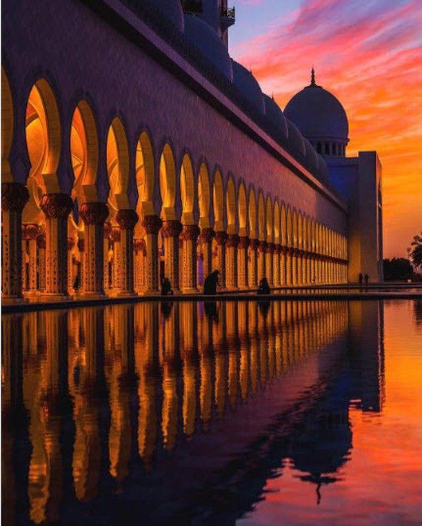 La mosquée Sheikh Zayed à Abu Dhabi est la plus grande mosquée des Émirats arabes unis et peut accueillir jusqu'à 40 000 visiteurs.  Photo: @dennisstever  #voyagevoyage #voyage #blogvoyage #paysage #instatravel #abudhabi