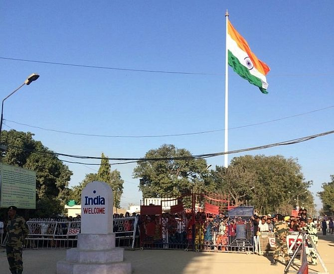 The Tricolor flag of the hill temple has joined the Limca Book of Records. The height of this tricolor is 30.17 meters long and 20.12 meters wide at the height of 493 feet high flag pole. This tricolor flag was hoisted on January 23, 2016, on the birth anniversary of Netaji Subhash Chandra Bose.   #birth anniversary #Defense Minister Manohar Parrikar #jharkhand #Limca Book #Morahabadi Maidan #Netaji Subhash Chandra Bose #Records #Tiranga Jhande #tricolor flag #Vishnu Agarwal