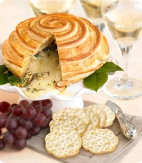 Brie en crouteFlaky Pastries, Puff Pastries Recipe, Food, Pepperidge Farms, Creamy Brie, En Croute, Baking Brie, Brie En, Croute Recipe