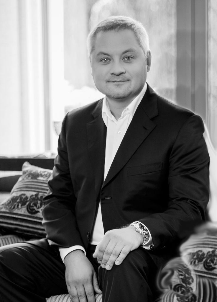 """Yankovsky Igor Mykolayovych Maecenas, businessman, founder of the charitable foundation """"Initiative for the Future"""", founder of the platform """"House of Innovations"""".  Date of birth: May 24, 1974 (43 years)  Ukraine Yankovsky Igor Mykolayovych — Ukrainian businessman, philanthropist, chairman of the Supervisory Board of the Ukrainian Charity Foundation """"Initiative for the future""""."""
