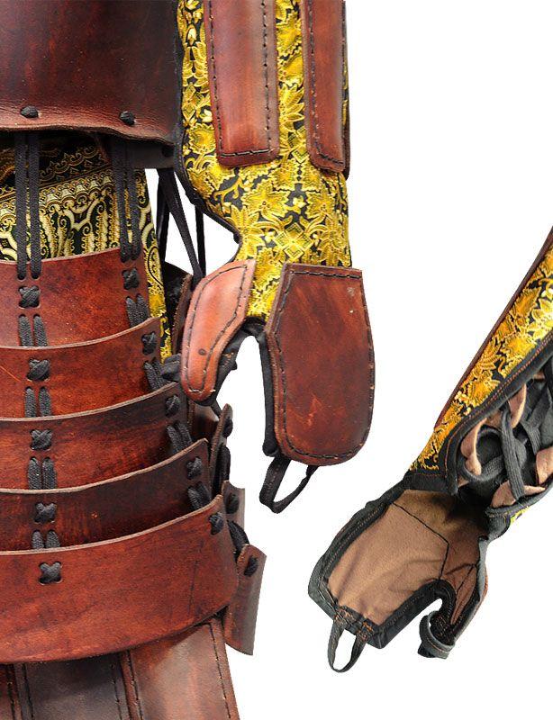 Armure japonaise de samouraï en cuir brun, CRC02 (Photo 1)