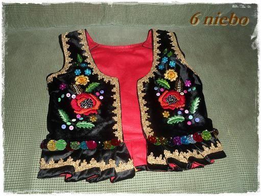haft cekinami | Czarny aksamit, czerwona podszewka.