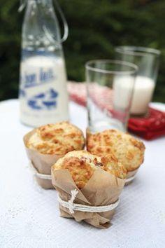 Muffin salati con pancetta e formaggio per il pranzo