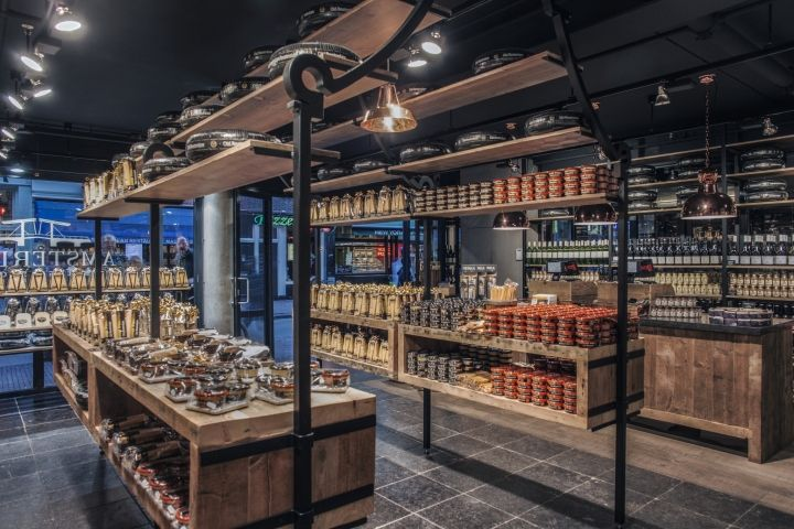 In the center of the store stands a huge Amsterdam Cheese House, a steelwork archetype of a typical Amsterdam canal house consisting of 1930 old teak boxes and stained beach cheese planks completely filled with cheese.