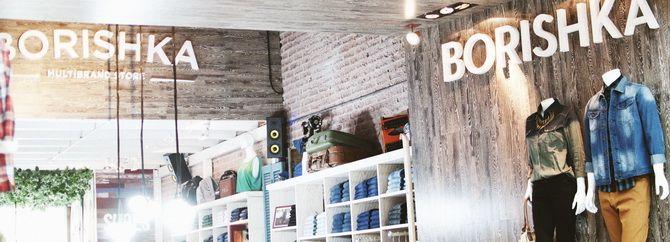 BORISHKA, local 345.  Teléfono: 2628 1299. Borishka es un local multimarca que concentra importantes marcas internacionales. Su estilo se define como urbano, alineado a las tendencias de cada temporada, siempre teniendo en cuenta los estilismos y la moda de la calle. Como representante de la diversidad de público, Borishka es audaz a la hora de mostrar lo que para ellos es tendencia.