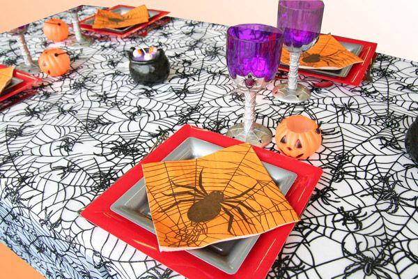 Même les serviettes en papier sont décorées d'araignées !