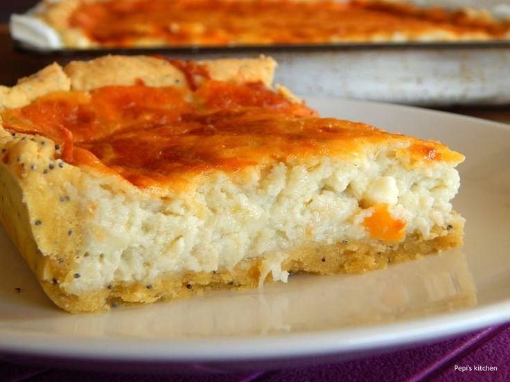Τάρτα με 5 τυριά σε ζύμη με παπαρουνόσπορο http://laxtaristessyntages.blogspot.gr/2013/09/tarta-me-5-tyria-se-zymi-me-paparounosporo.html