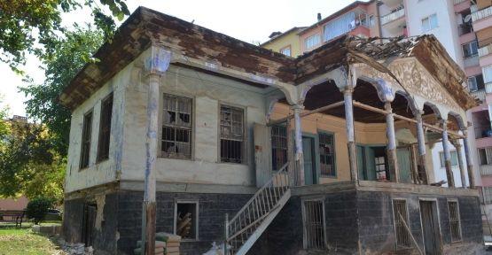 25 Ağustos 2012 Cumartesi 12:04.  Denizli'de tarihi Sürücü Evi restore ediliyor