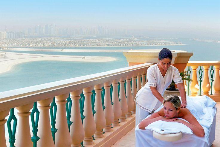 Dubai, Palm Jumeirah: Atlantis The Palm FFFFF on yksi maailman majesteettisimpia hotelleja vedenalaisine sviitteineen. Hotellissa on myös vesipuisto, akvaario, delfinaario, spa, lukuisia ravintoloita ja paljon muuta.  http://www.finnmatkat.fi/Lomakohde/Arabiemiraatit/Dubai/Dubai-Jumeirah-Beach/Atlantis-The-Palm/?season=talvi-13-14 #Finnmatkat