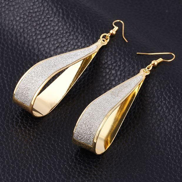Luxusní dámské náušnice se stříbrnými třpytky – zlaté – SLEVA 60 % + POŠTOVNÉ ZDARMA Na tento produkt se vztahuje nejen zajímavá sleva, ale také poštovné zdarma! Využij této výhodné nabídky a ušetři na poštovném, …