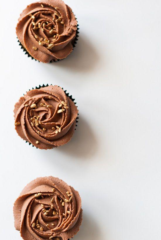 Cupcakes Vanille Ganache Chocolat au Lait | Lilie Bakery http://liliebakery.fr/cupcakes-vanille-chocolat-au-lait/