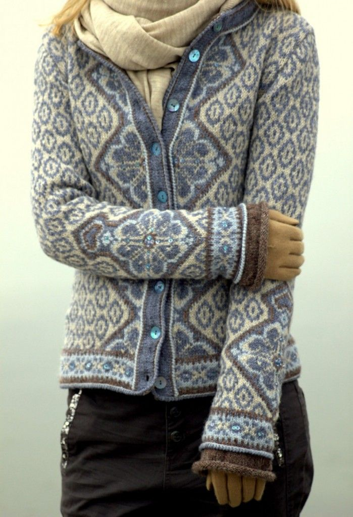 I'm not sure if this is a pattern or finished product... But this sweater is unbelievable! #knitspiration