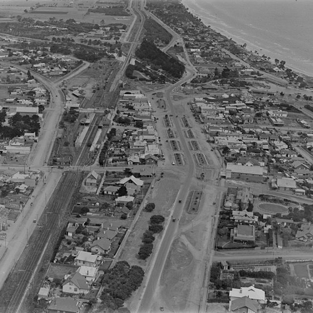 An incredibly detailed view of Mordialloc in 1925 - the palm trees have just been planted and are tiny!  A very different place to today, though it's comforting to see how many buildings are still there today, 91 years later. #cfkheritage #mordialloc #lostmelbourne #history