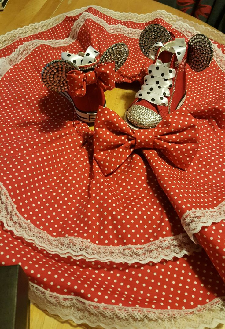 Minnie Mouse inspired outfit. Circle skirt, hair bow and bling Hitops ❤