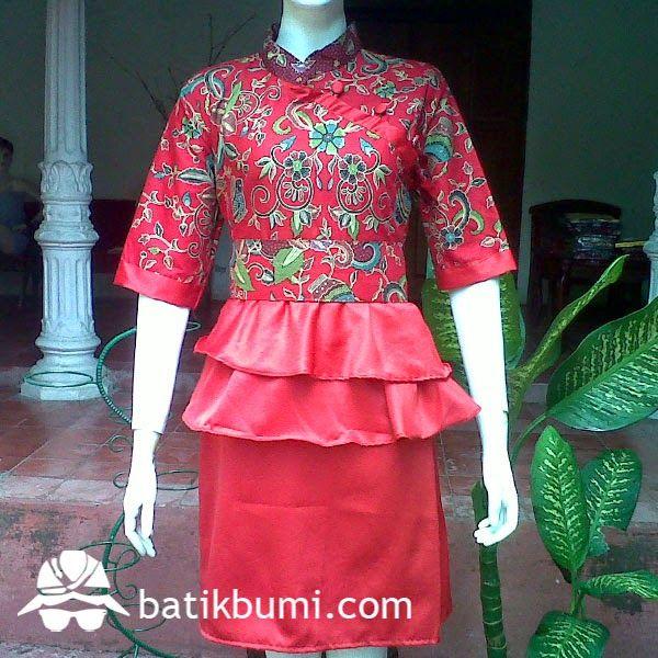 Dress Batik Rempel Gentong Velvet DB 023 Harga Rp 100.000,-  Dress batik dengan model kerah shanghai kancing menyamping full bungkus, kerut di pinggang sehingga bisa melar mengkerut sesuai badan, rempel di pinggang, lengan 3/4, sabuk dari kain, bisa dilepas. Ukuran Wanita : Allsize (Panjang 92 cm dan Lebar 50 cm)  Bahan Batik : Katun prima kombinasi sateen velvet.  Berminat, silahkan sms di  085 72811 9423 batik solo PIN BB: 3324021E batik solo Whatsapp : 0857 2811 9423
