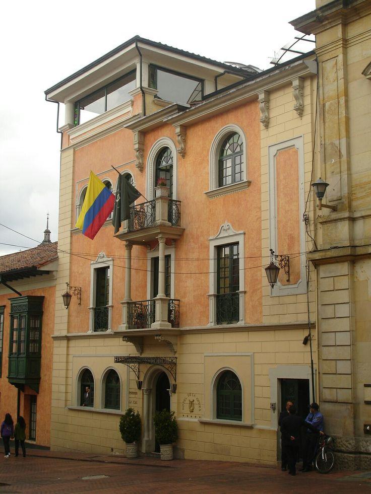 La Candelaria Old town #bogotadaytours #intransittourbogota