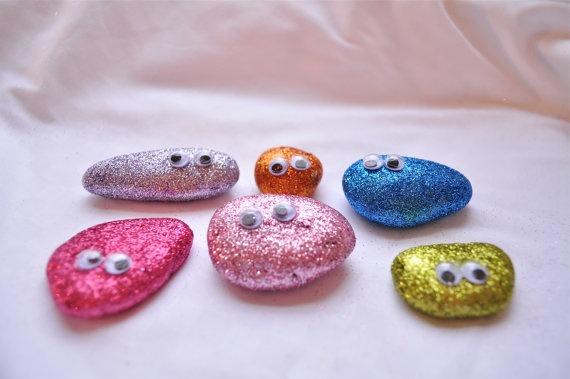 Πέτρες βαμμένες με γκλίτερ!
