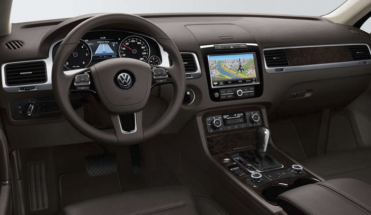 An uncluttered dashboard that has the right instruments and controls at your fingertips makes all the difference to a journey. #vwtouareg