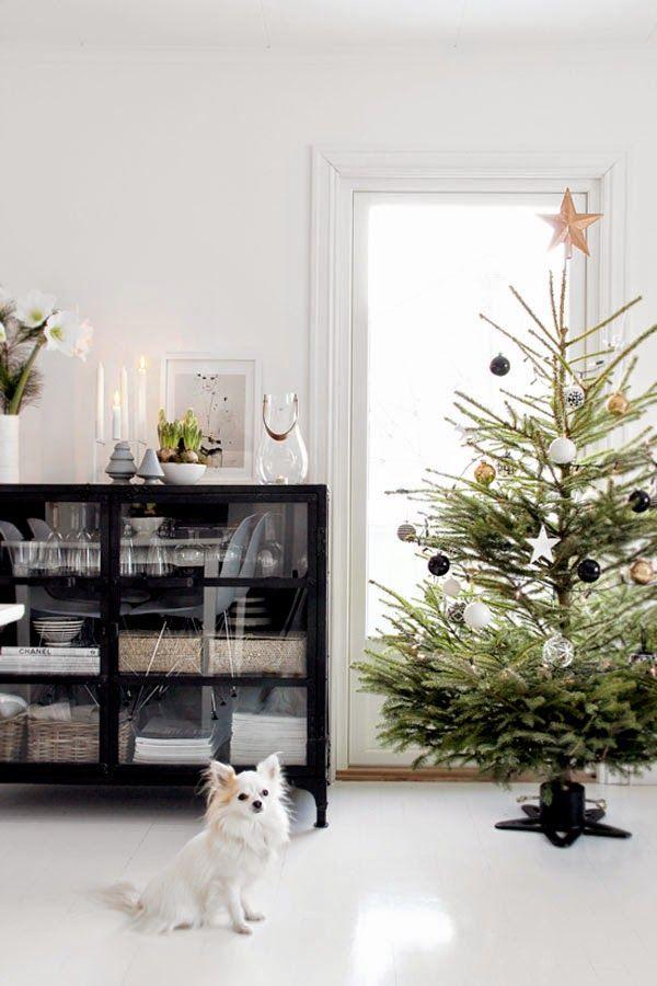 Cada vez hay más personas enamoradas de la decoración escandinava. La decoración escandinava o nórdica, tiene algo que atrapa, que enamora, algo que tiene que ver con su uso del espacio y con la forma en la que el blanco es protagonista. En Navidad, es normal que esta decoración escandinava esté...