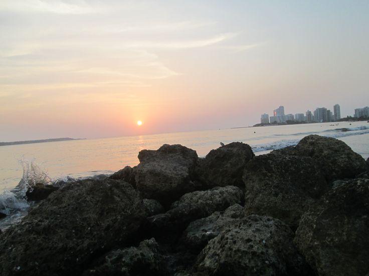 Al sentir el Clic de mi cámara ví,  la luz del rostro de la tarde que trémula se desmayaba sobre el horizonte.