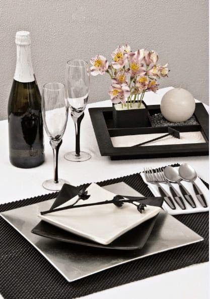 Propuesta de decoraci n en la mesa manteler a negra y for Vajillas blancas modernas