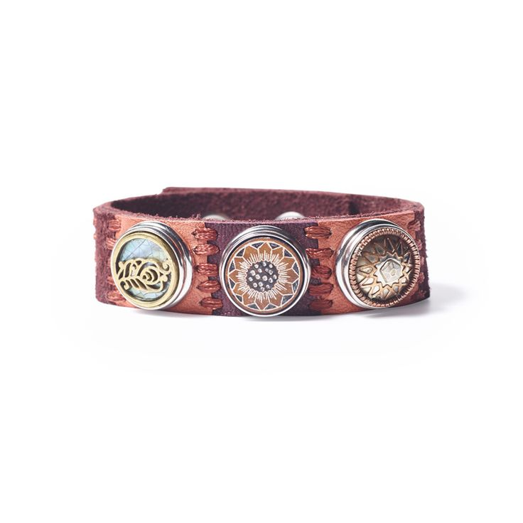 NOOSA-Amsterdam's Oshun Harmony bracelet is a handmade bracelet and is a combination of smooth leather and suede. #NOOSAAmsterdam #Fairtrade #Jewellery #Bracelet #Oshun #Original #Originalcollection #Handmade