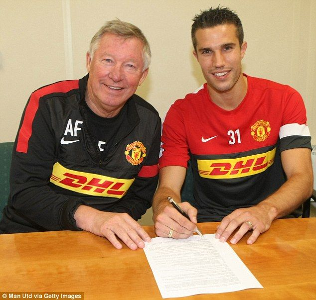 Robin van Persie signing his Manchester United contract with his new boss Sir Alex Ferguson