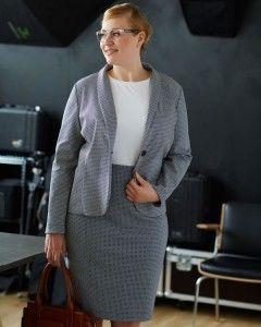 Nyhedsstyle, klassisk blazer  Sy klassisk blazer jakke i dobbelt faced jacquard med elastan. Modellen er tilpasset curved former, men findes også i alm. damestørrelse.  - stof2000.dk