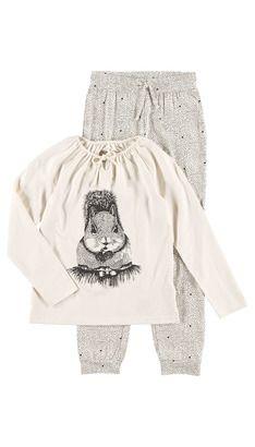 Hennie: Undertøy / Nattøy  Hos POMPdeLUX fremstiller vi undertøy og nattøy som skal være lekkert å ha på. Hos POMPdeLUX fremstiller vi undertøy og nattøy som skal være lekkert å ha på. Undertøy og nattøy skal ikke bare være praktisk, men også ha en lekker design. I kolleksjonen finner du både underbukser, hipsters, truser, undertrøyer, nattkjoler og pyjamas. Vårt undertøy og nattøy går fra størrelse 80 cm til 152 cm, og det er masse inspirasjon å hente til barnas garderobe.: Adria PY