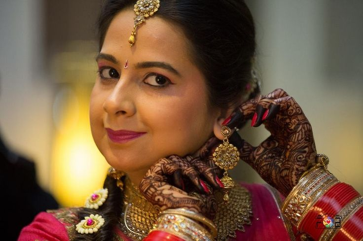 """👼 Flash n Buzz """"Portfolio"""" album  #weddingnet #wedding #india #indian #indianwedding #weddingdresses #mehendi #ceremony #realwedding #lehenga #lehengacholi #choli #lehengawedding #lehengasaree #saree #bridalsaree #weddingsaree #photoshoot #photoset #photographer #photography #inspiration #planner #organisation #details #sweet #cute #gorgeous #fabulous #henna #mehndi"""