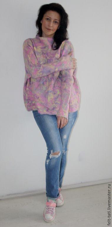 Купить или заказать Валяный Свитшот ' Узоры весны ' в интернет-магазине на Ярмарке Мастеров. Валяный свитер, джемпер, блуза, свитшот - можно назвать по разному, светло серая основа , украшенная феерией цветов ( Весенняя палитра ) !!!!! Свитшот свободного силуэта, размера FREE SIZE!!! Выполнен из шерсти мериноса . Одна сторона тончайший шелк, вторая сторона декорирована волокнами !!!! Свитер потрясающе красивого цвета и оттенков волокон разбросанного точно мазки и штрихи.