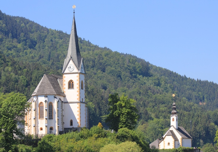 Maria Wörth, Pfarrkirche St. Primus und Felicianus (Links) und Filialkirche Winterkirche oder Rosenkranzkirche (Klagenfurt Land) Kärnten AUT