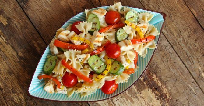 Recette de Salade de farfalle aux légumes grillés. Facile et rapide à réaliser, goûteuse et diététique. Ingrédients, préparation et recettes associées.