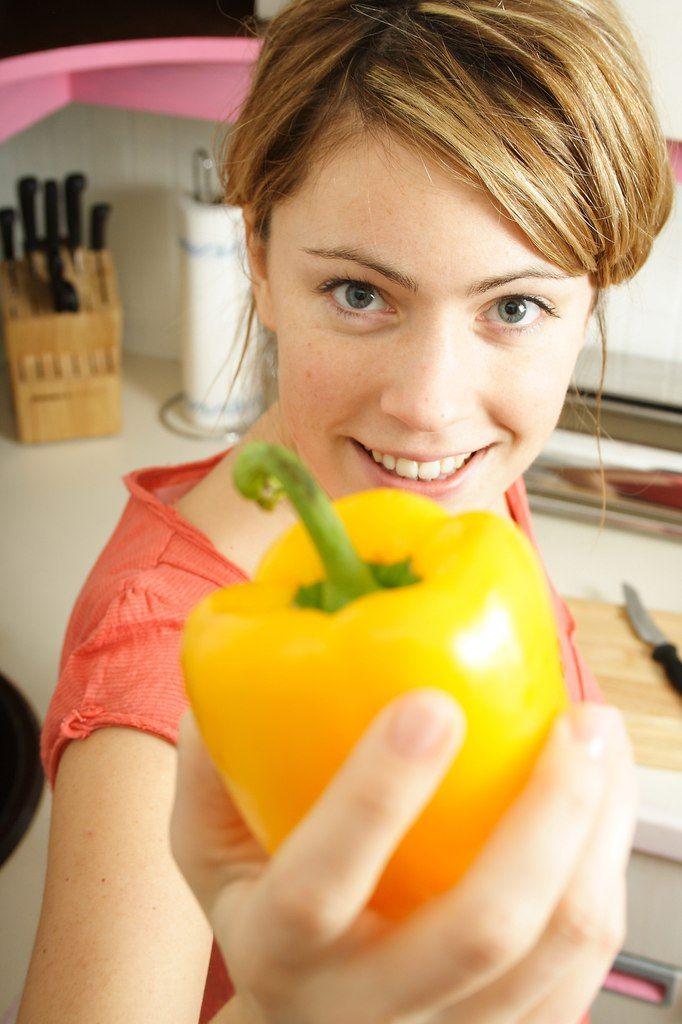 Сладкий перец — косметолог !  Лето — прекрасная возможность насытить кожу витаминами.  1. Маска для увядающей и усталой кожи....