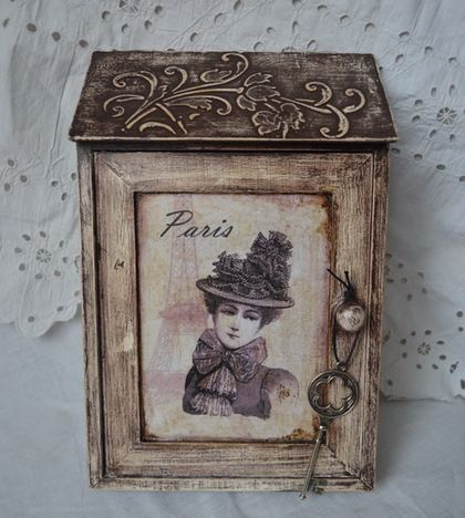 ключница`Воспоминания о Париже`. деревянная ключница декорирована в технике декупаж, искусственно состарена.