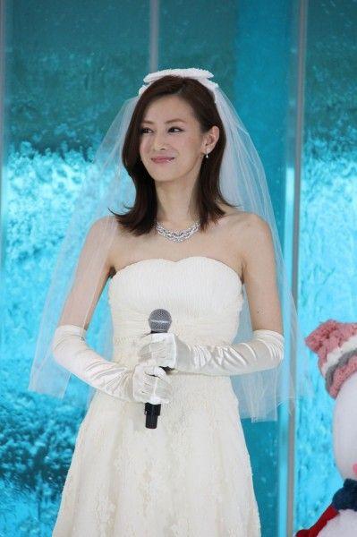 美しい花嫁姿!北川景子『抱きしめたい −真実の物語−』公開記念イベント写真ギャラリー - シネマトゥデイ