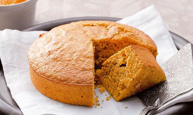 Aprenda como fazer bolo de laranja e cenoura em apenas 8 passos. Ideal para o lanche, esta receita de bolo de laranja e cenoura é fácil e rápida de fazer.