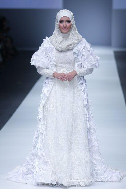 Barli Asmara 'Dynamic Bliss' for Wardah. Jakarta Fashion Week 2016 at Senayan City.