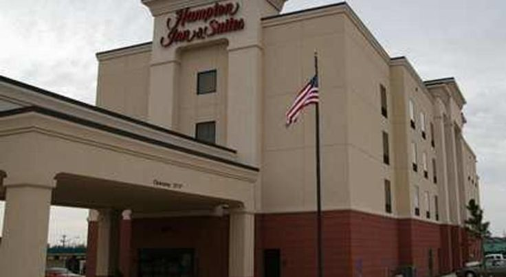 Hampton Inn & Suites Oklahoma City - South Oklahoma City Just off motorway I-240, a short distance from Crossroad Mall shopping centre, this Oklahoma City hotel offers many thoughtful amenities and services and is close to a number of attractions.