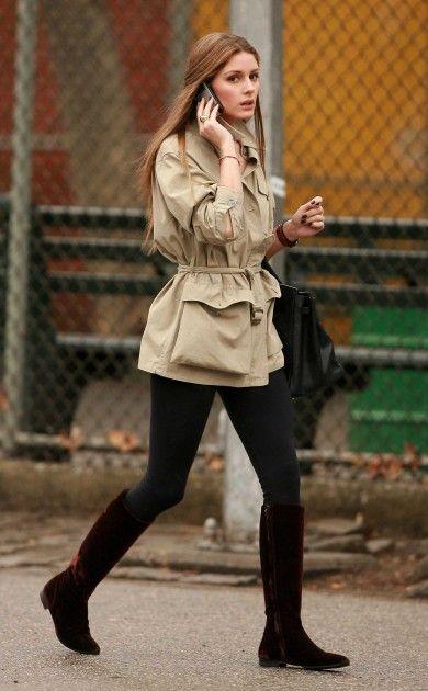 Neutral Outfit. Beige parka + Black leggings + riding boots