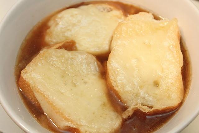 French onion soup in the crockpot...mmm!: French Onion Soups, Crock Pot, Recipe, Crockpot French, Food, Slow Cooker, Smashed Peas, Soup Oui Oui, Onion Soup Oui