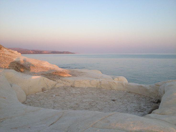 """Capo Bianco (AG) - La costa e il mare del Canale di Sicilia all'imbrunire, dalla sommità di Capo Bianco - The coast and the sea of Sicily Channel at sunset, from the top of """"White Cape""""."""