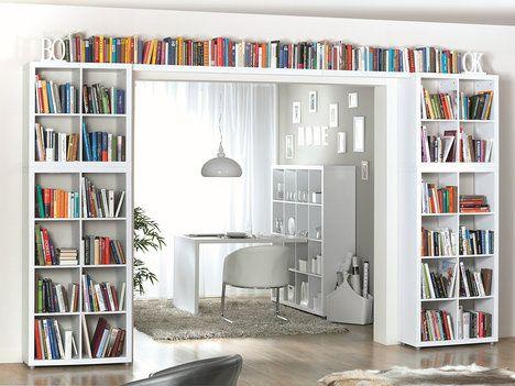 Poskládáním několika regálů Caro vznikne prostorná knihovna, například regál o rozměrech 81,5 x 150 x 35 cm, cena 2499 Kč; Kika Nábytek