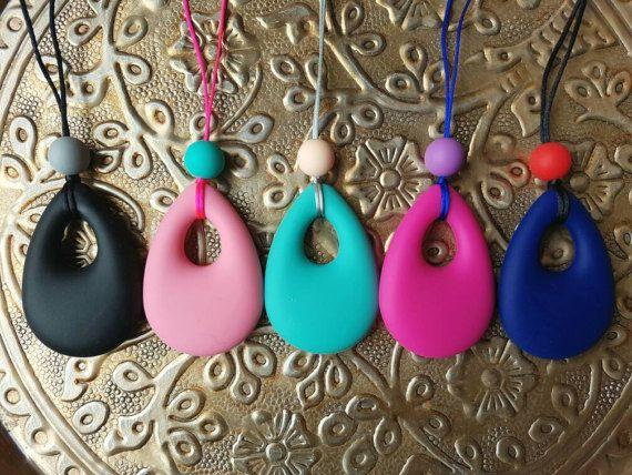 Bekijk dit items in mijn Etsy shop https://www.etsy.com/nl/listing/502607796/bijtketting-met-druppelhanger-in-kleur