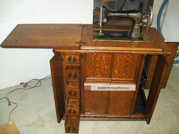 Exceptionnel 1920 Singer Sewing Machine And Parlor Cabinet, Model Antique, Vintage Sewing  Machines Photo
