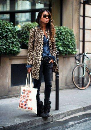 Leoparden-Muster machen sich gut zu Jeansblau