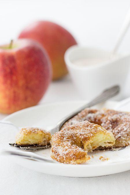 Nicht nur zu Fasching wunderbar: Apfelküchlein. Schnell und einfach gemacht, sowohl warm als auch kalt lecker und sehr saftig.