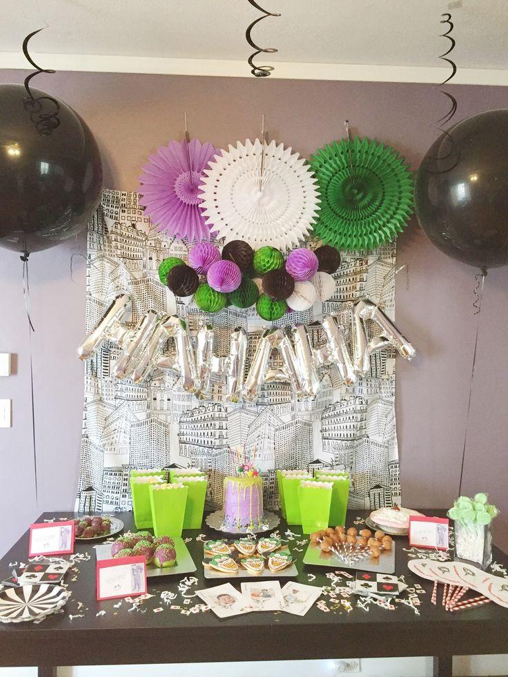 Joker party avery 39 s 3rd birthday party pi atas de for Decoracion para pinatas